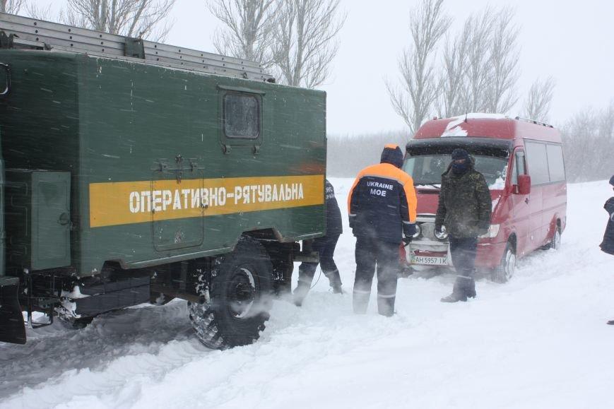 SOS! Автомобилисты, застрявшие на трассе Донецк-Мариуполь, замерзают без еды и воды (Обновляется+ФОТО), фото-8