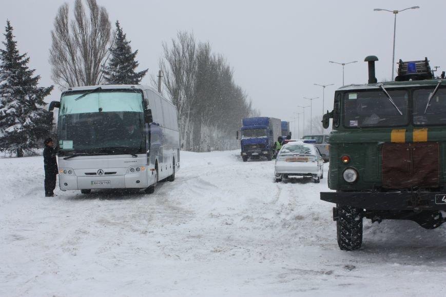 SOS! Автомобилисты, застрявшие на трассе Донецк-Мариуполь, замерзают без еды и воды (Обновляется+ФОТО), фото-10