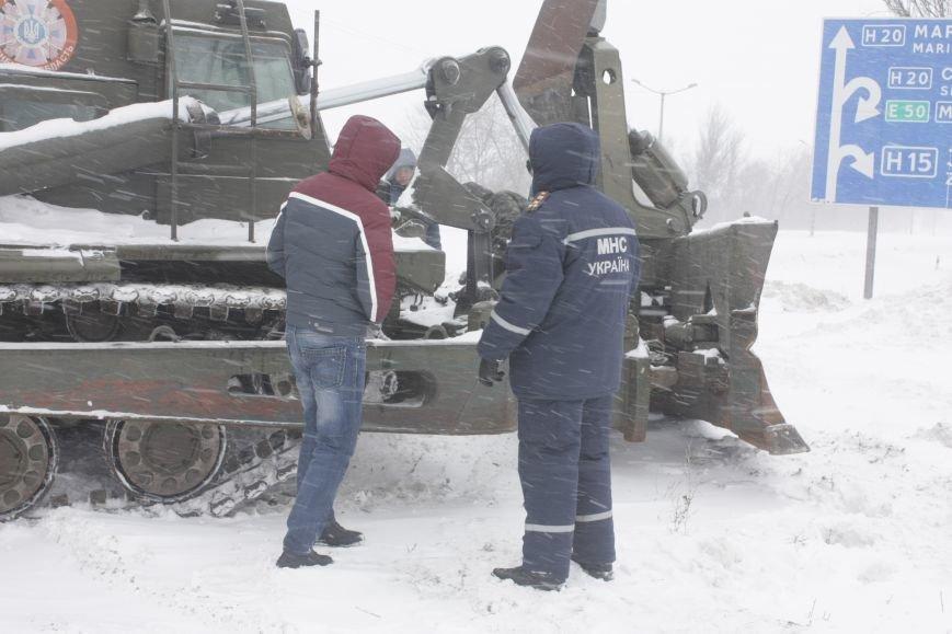SOS! Автомобилисты, застрявшие на трассе Донецк-Мариуполь, замерзают без еды и воды (Обновляется+ФОТО), фото-2
