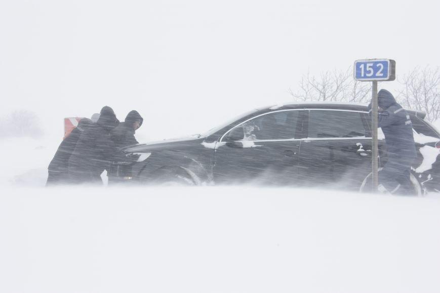 SOS! Автомобилисты, застрявшие на трассе Донецк-Мариуполь, замерзают без еды и воды (Обновляется+ФОТО), фото-3