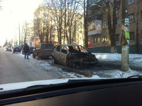 В столиці почали підпалювати автомобілі з західною «пропискою» (фото), фото-2