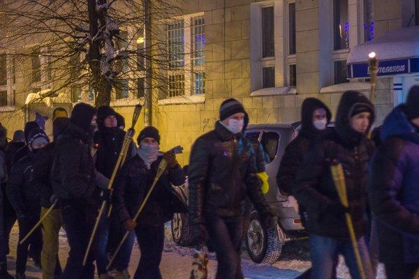 У Житомирі вшанували героїв Крут: смолоскипний марш (ФОТО), фото-6