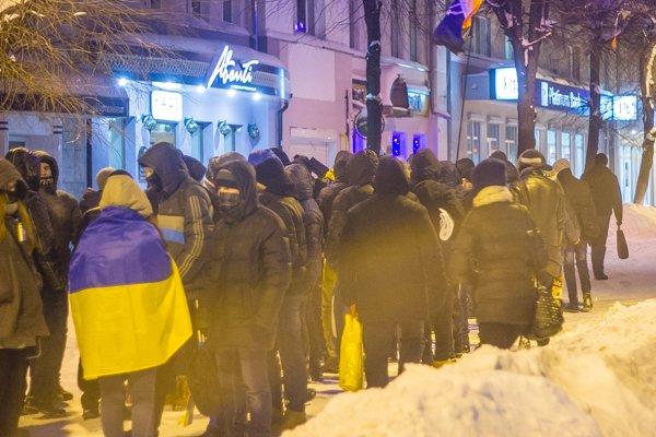 У Житомирі вшанували героїв Крут: смолоскипний марш (ФОТО), фото-4