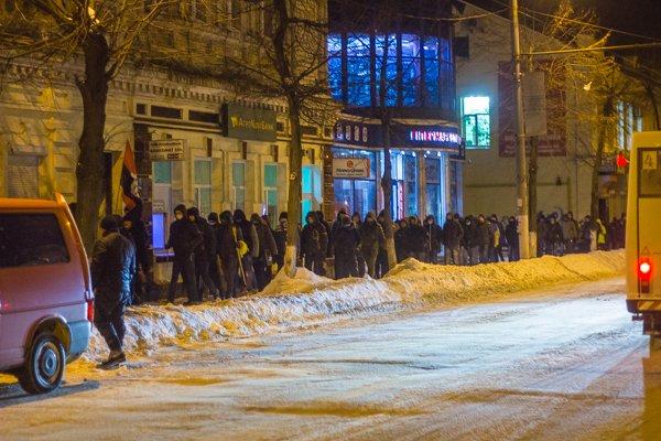 У Житомирі вшанували героїв Крут: смолоскипний марш (ФОТО), фото-8