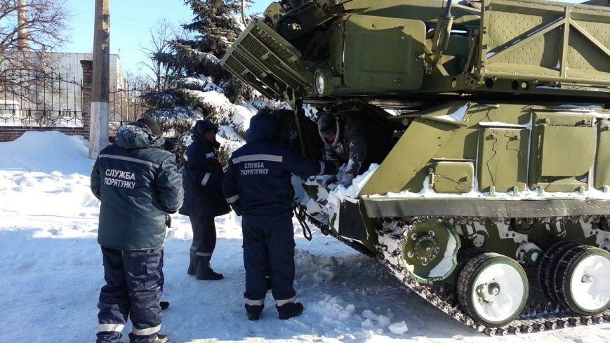 Донецкие спасатели собирают по трассам замерзших людей (фото), фото-1