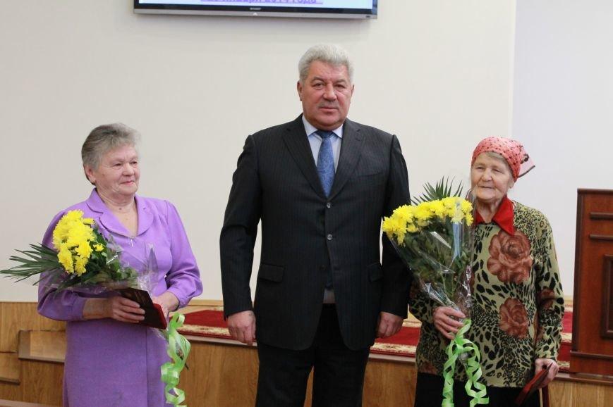 В Артемовске еще две женщины получили звание матери-героини, фото-1
