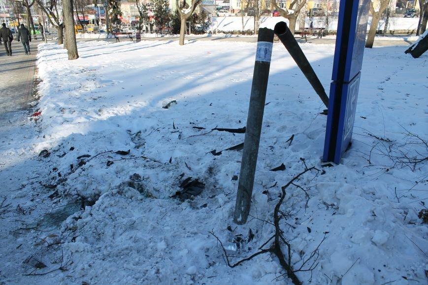 Загадочная авария в центре Сум: сломано дерево и столб (ФОТО), фото-3