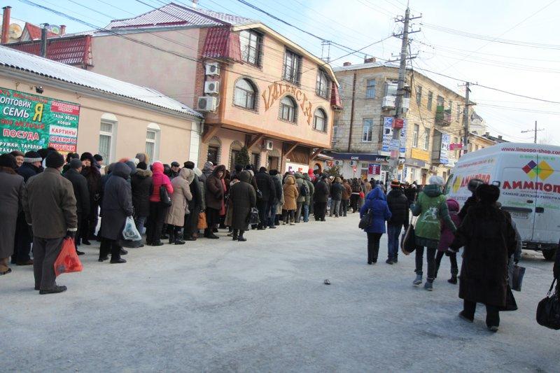 ФОТОФАКТ: В Симферополе очередь к Дарам волхвов выстроилась на полкилометра, фото-1