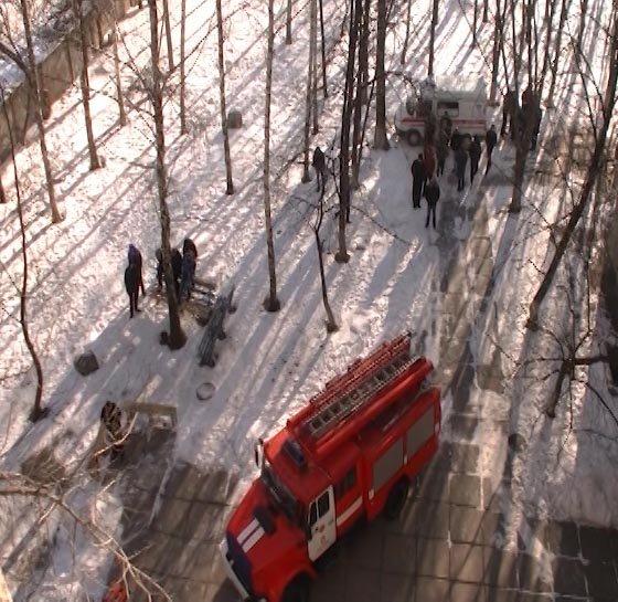 Из-за пожара в харьковском общежитии спасатели эвакуировали 70 человек (фото, видео), фото-2