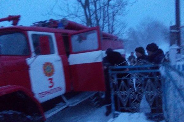 У снігових заметах на Тернопільщині застрягають автомобілі, автобуси, мікроавтобуси та «швидкі» з вагітними (фото), фото-5