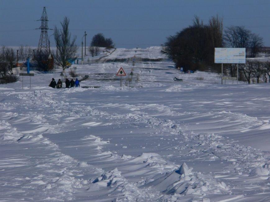 Автомобилисты, спасенные с трассы Донецк-Мариуполь, вернулись домой пешком (ФОТО), фото-10