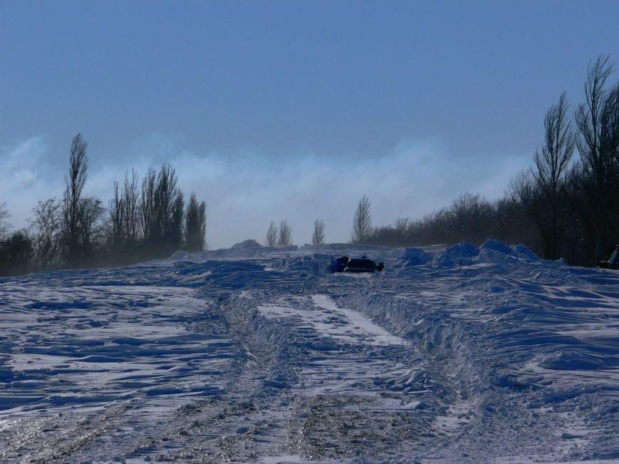Автомобилисты, спасенные с трассы Донецк-Мариуполь, вернулись домой пешком (ФОТО), фото-9