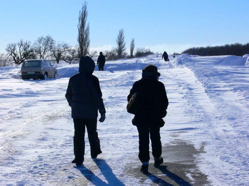 Автомобилисты, спасенные с трассы Донецк-Мариуполь, вернулись домой пешком (ФОТО), фото-16