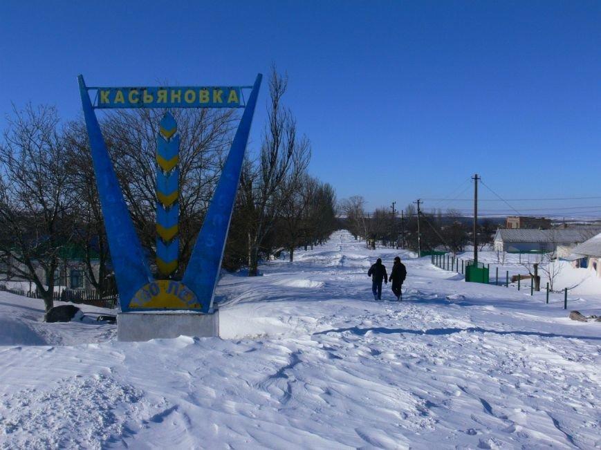Автомобилисты, спасенные с трассы Донецк-Мариуполь, вернулись домой пешком (ФОТО), фото-6