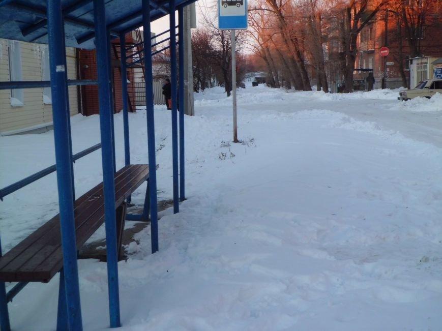 Улица Урицкого, это не Таганрог? Мусор не вывозится, остановка до сих пор не чищена..., фото-1