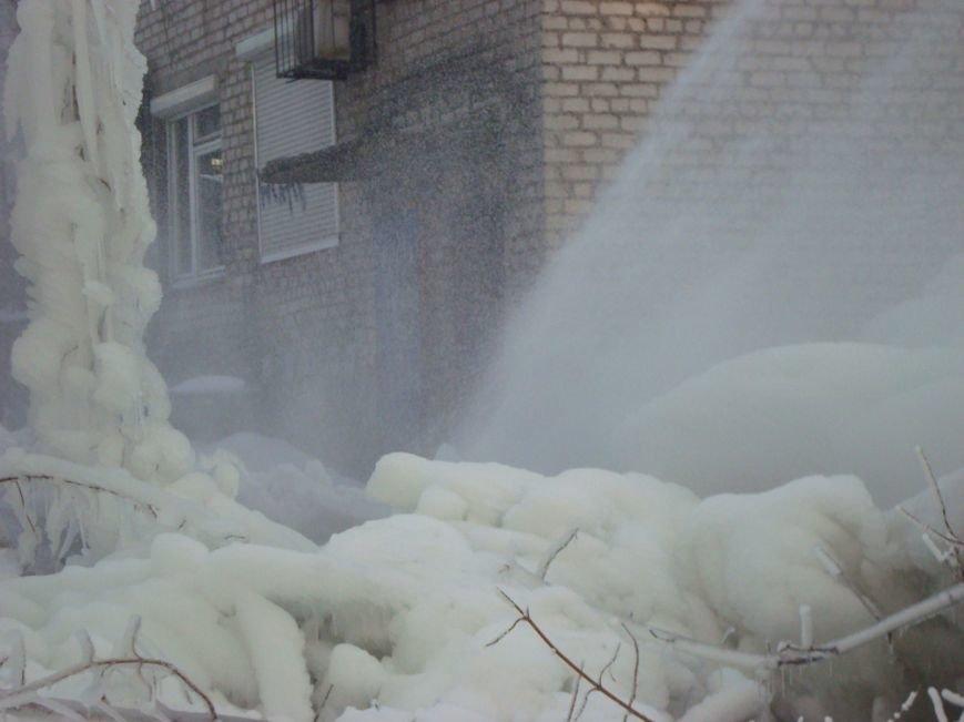 В центре Мариуполя забил зимний фонтан (ФОТО), фото-4