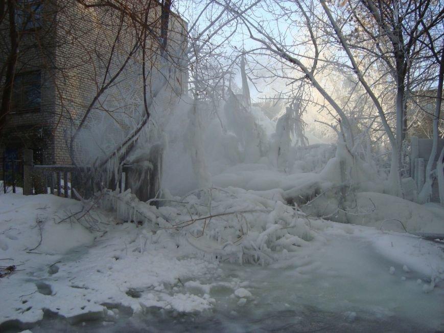 В центре Мариуполя забил зимний фонтан (ФОТО), фото-3
