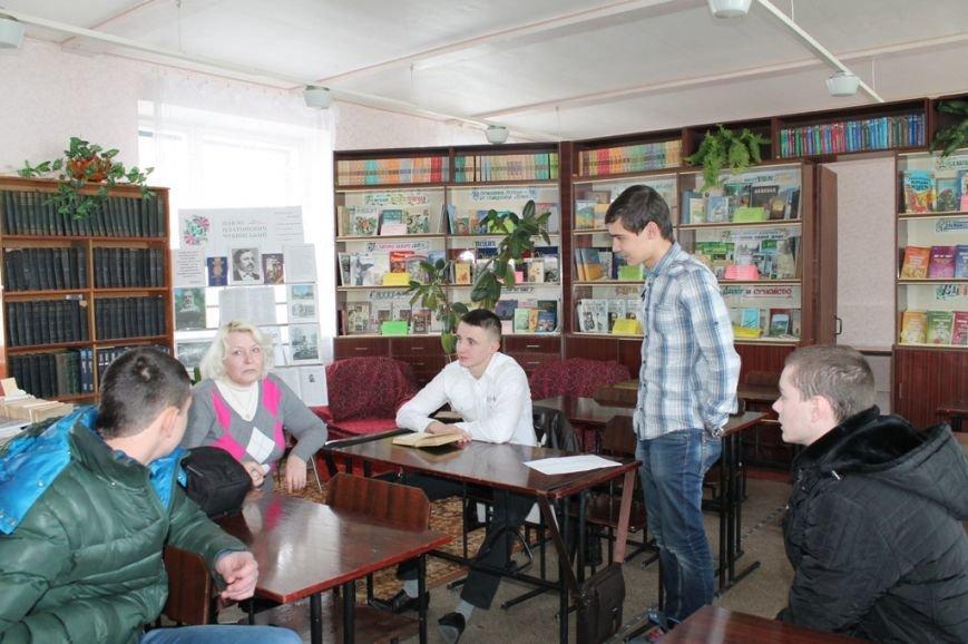 В артемовской школе №18 смогли создать самую большую библиотеку, фото-4