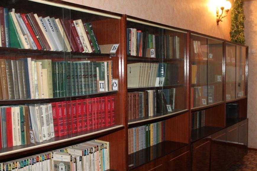 В артемовской школе №18 смогли создать самую большую библиотеку, фото-6