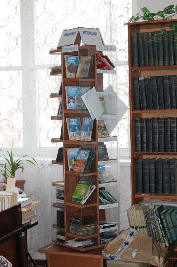 В артемовской школе №18 смогли создать самую большую библиотеку, фото-11