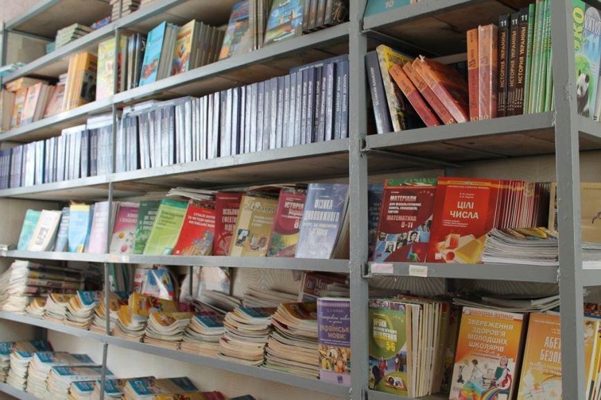 В артемовской школе №18 смогли создать самую большую библиотеку, фото-5