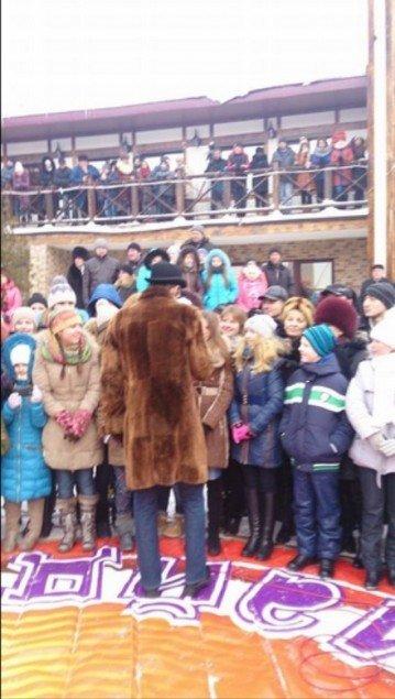 Ігор Кондратюк відзняв на Тернопільщині «Караоке на майдані» і ледь не застряг у снігових заметах (ФОТО), фото-2
