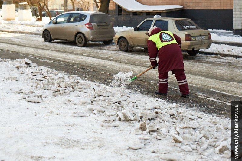 На зиму дворникам выдали 9 тысяч кубометров песка и 700 тонн соли (ФОТО), фото-2