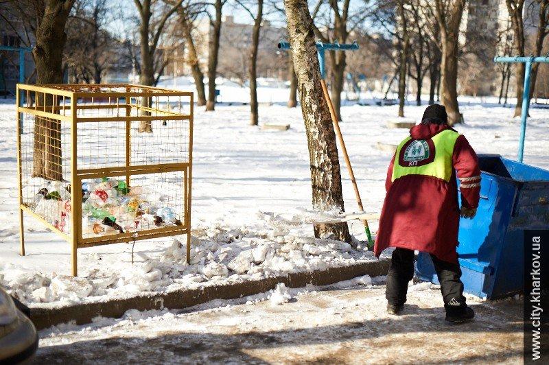 На зиму дворникам выдали 9 тысяч кубометров песка и 700 тонн соли (ФОТО), фото-5