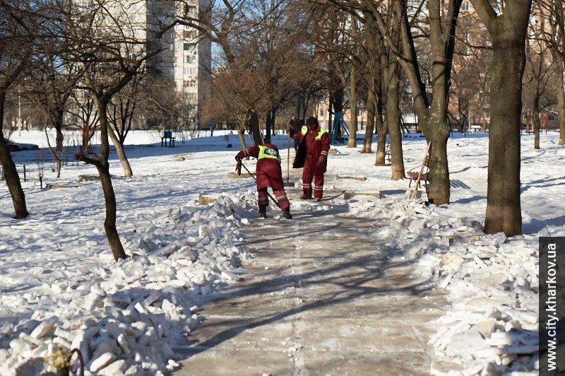 На зиму дворникам выдали 9 тысяч кубометров песка и 700 тонн соли (ФОТО), фото-6