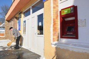 На Тернопільщині розбійники, які намагались пограбувати банкомат, катували охоронця електрошокером (фото), фото-4