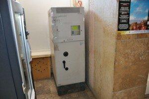 На Тернопільщині розбійники, які намагались пограбувати банкомат, катували охоронця електрошокером (фото), фото-2