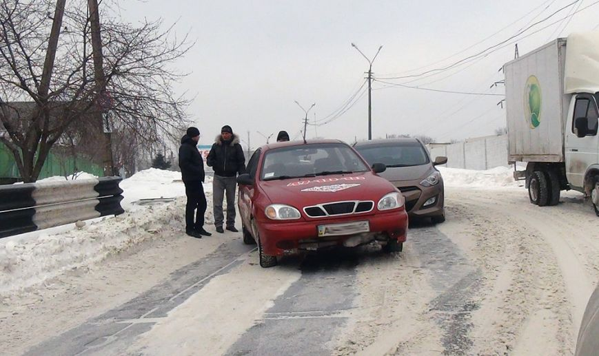 В Мариуполе такси попало в ДТП (Фотофакт), фото-1