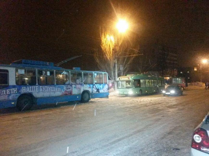 В Мариуполе на проспекте Металлугов чуть не перевернулся трамвай (ФОТО), фото-5