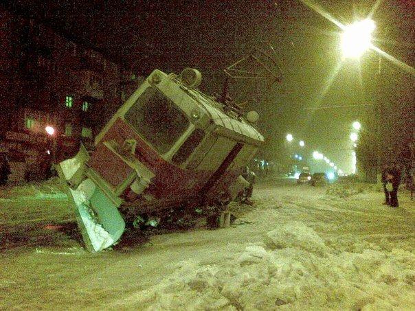В Мариуполе на проспекте Металлугов чуть не перевернулся трамвай (ФОТО), фото-2