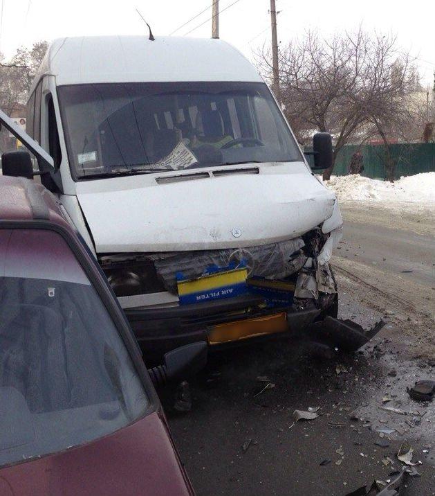 В Запорожье «Ланос» врезался в лоб с маршруткой (ФОТО, ОБНОВЛЕНО), фото-1