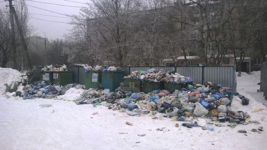 Невыносимый мусор оккупировал Мариуполь (Фотофакт), фото-1