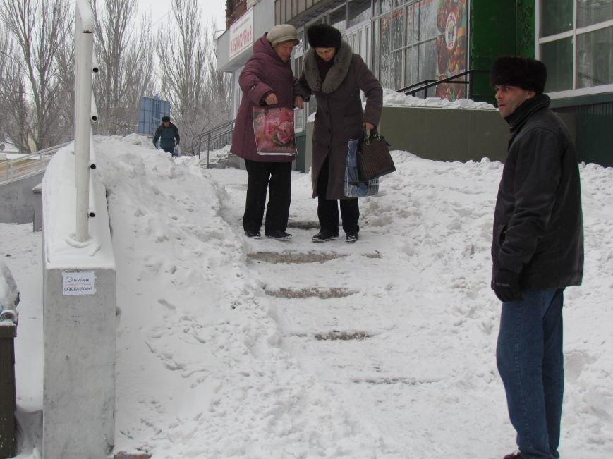 Четверговый объезд  в снежном плену: в Мариуполе  коммунальщики и журналисты забуксовали на внутридворовой дороге (Фоторепортаж), фото-3