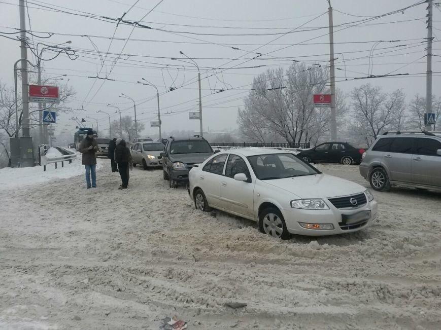 Тройное ДТП в Мариуполе: на скользкой дороге столкнулись два «Шевроле» и «Ниссан» (ФОТО), фото-1