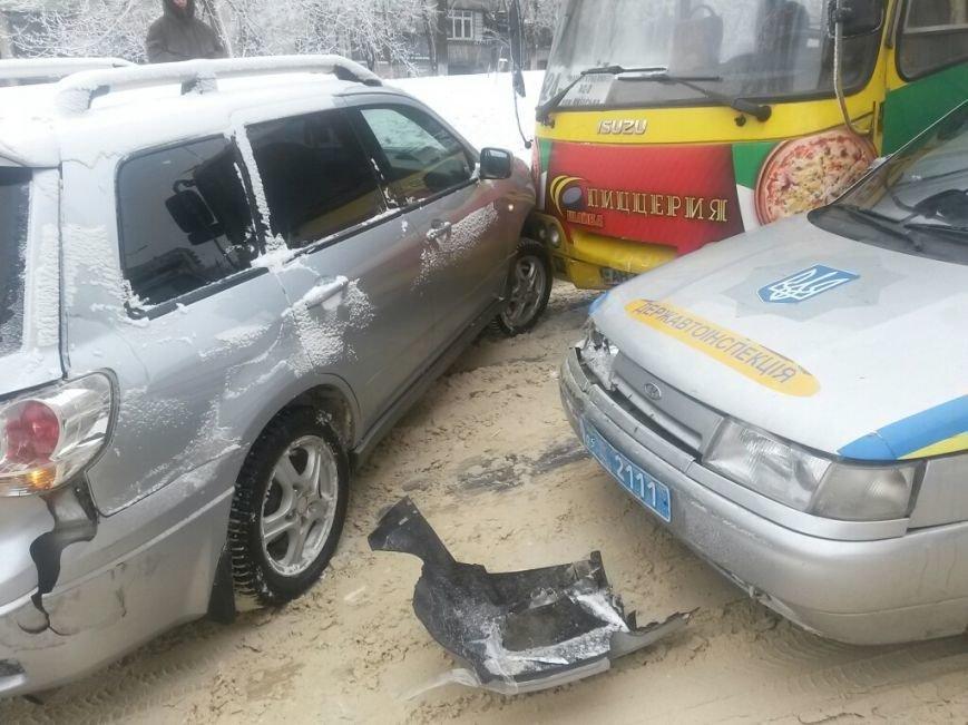 В Мариуполе маршрутка протаранила автомобиль с донецкими ГАИшниками (ФОТО), фото-4