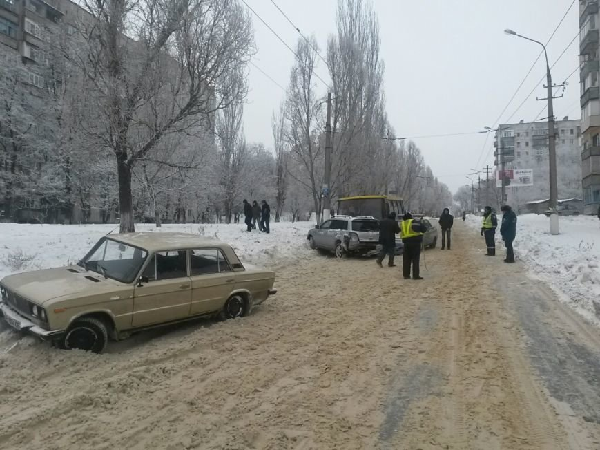 В Мариуполе маршрутка протаранила автомобиль с донецкими ГАИшниками (ФОТО), фото-8