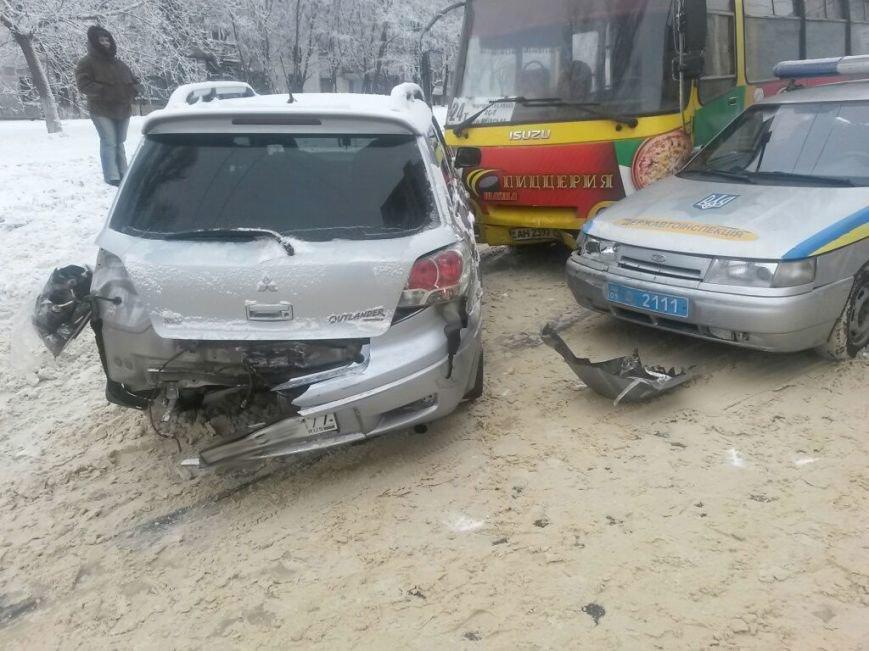 В Мариуполе маршрутка протаранила автомобиль с донецкими ГАИшниками (ФОТО), фото-1