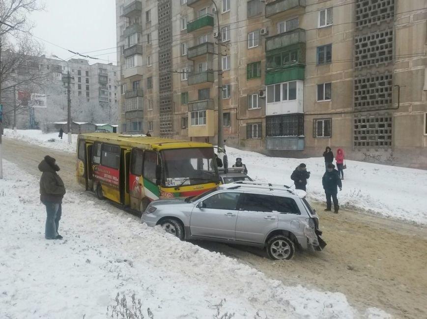 В Мариуполе маршрутка протаранила автомобиль с донецкими ГАИшниками (ФОТО), фото-7