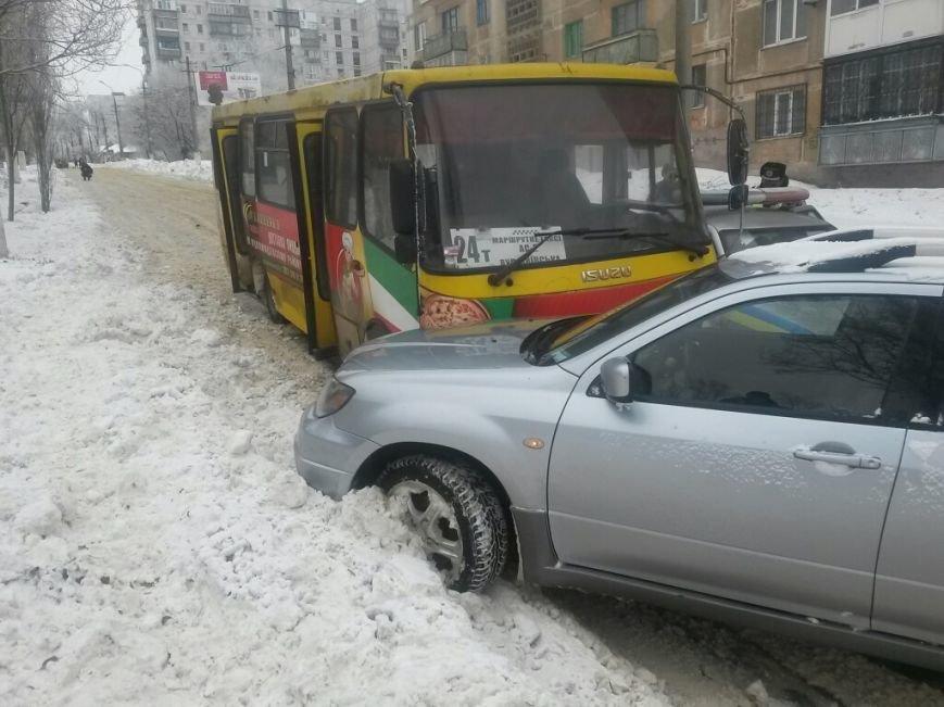 В Мариуполе маршрутка протаранила автомобиль с донецкими ГАИшниками (ФОТО), фото-6