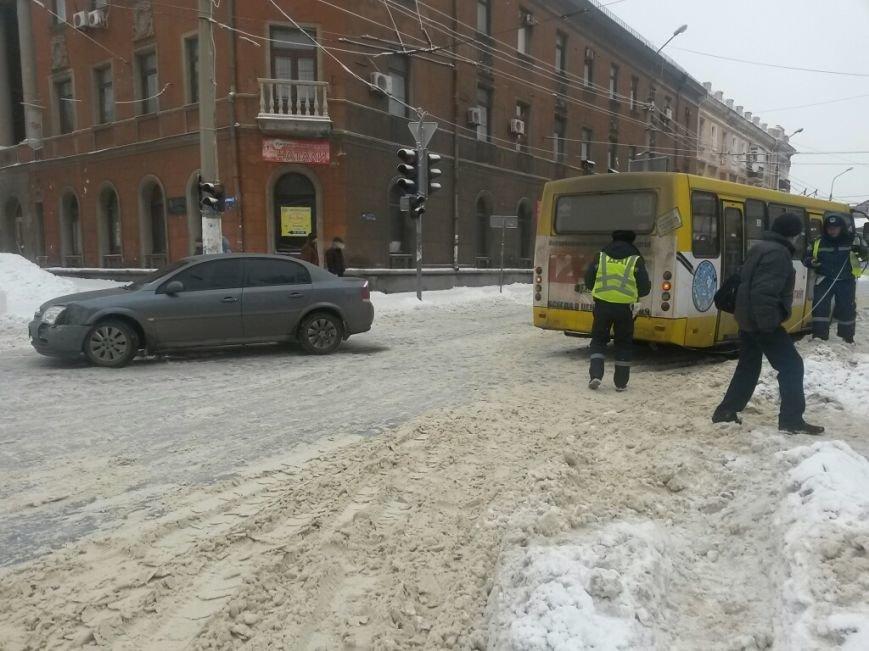 В Мариуполе маршрутка столкнулась с «Опелем» (ФОТО), фото-4