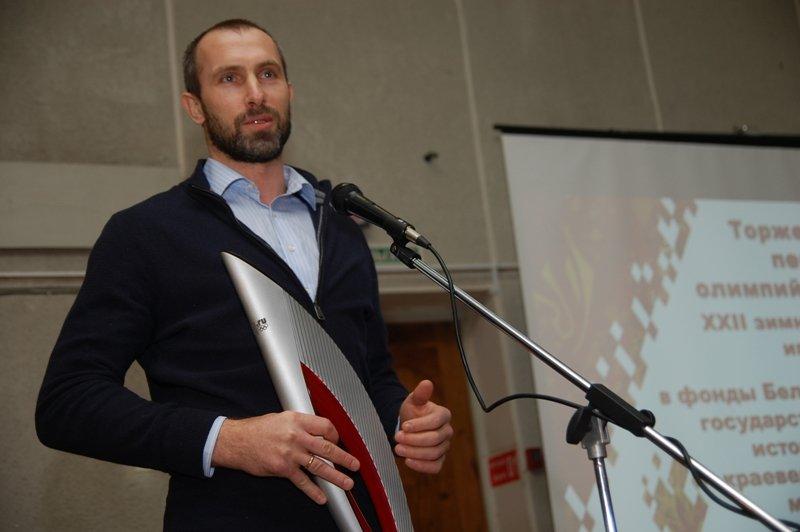 В день открытия Олимпиады Сергей Тетюхин подарил свой факел Краеведческому музею, фото-1