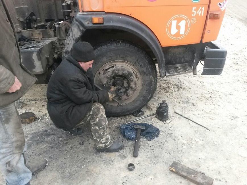 В Мариуполе грузовик потерял колеса (Фотофакт), фото-1
