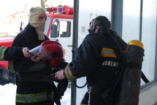 Сьогодні у Тернополі на вул. Текстильній ледь не згорів 4-поверховий будинок (фото, відео), фото-4