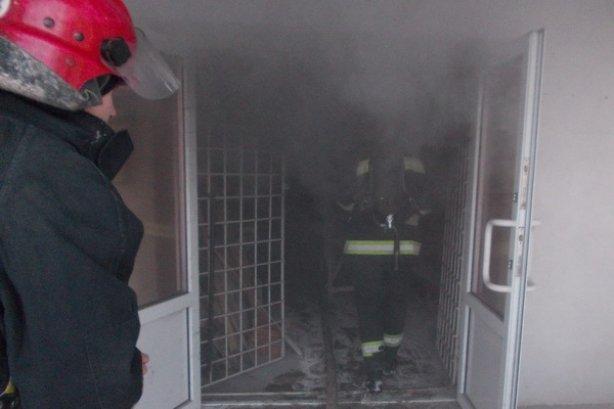 Сьогодні у Тернополі на вул. Текстильній ледь не згорів 4-поверховий будинок (фото, відео), фото-3