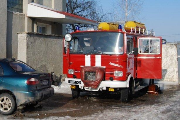 Сьогодні у Тернополі на вул. Текстильній ледь не згорів 4-поверховий будинок (фото, відео), фото-1