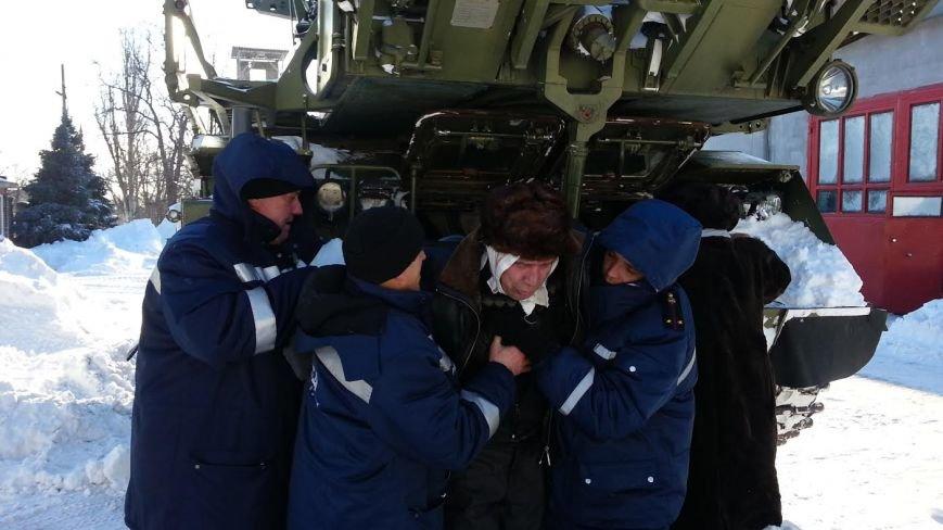 Мариупольские спасатели помогали автомобилистам, роженицам и замерзающим жителям (ФОТО), фото-1